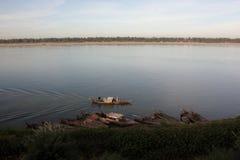 Albeggi alla riva del fiume del Mekong in Kratie, Cambogia fotografia stock libera da diritti