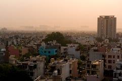 Albeggi sopra gurgaon Delhi che mostra le costruzioni e le case Fotografie Stock