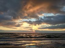 Albeggia in mare, il ` s una bella vista Immagini Stock