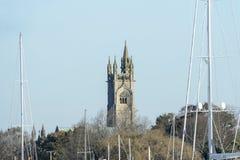 Alberi della barca e della chiesa unitaria Immagini Stock Libere da Diritti