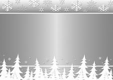 Alberi di inverno, fiocchi di neve su una priorità bassa d'argento. Immagine Stock