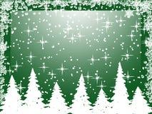 Alberi di Natale bianchi con i fiocchi di neve su verde Fotografia Stock Libera da Diritti