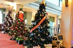 Alberi di Natale decorati su esposizione Fotografie Stock