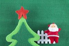 Alberi di Natale di Buon Natale e del buon anno, di Santa Claus e su fondo verde Immagine Stock