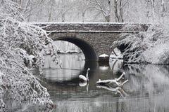 Ponte di pietra nell'inverno Fotografia Stock Libera da Diritti