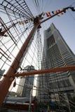 Alberi moderni della barca a vela e della costruzione Fotografie Stock