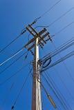 Alberino di elettricità con cielo blu Fotografia Stock Libera da Diritti