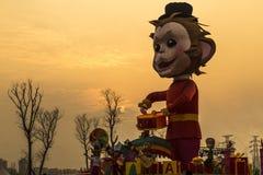 Albern Sie bei Sonnenuntergang im Laternenfestival, Chengdu, Porzellan herum Stockfotos