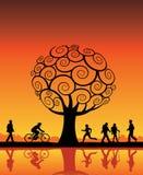 Albero arancione e la gente illustrazione di stock