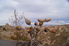 Albero artificiale con terraglie Immagini Stock Libere da Diritti