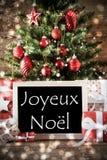 Albero con effetto di Bokeh, Joyeux Noel Means Merry Christmas immagine stock libera da diritti