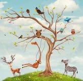 Albero con gli animali royalty illustrazione gratis