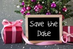 Albero con i regali, fiocchi di neve, risparmi inglesi del testo la data Fotografia Stock