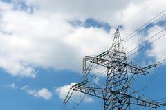 Albero del ferro o di sostegno delle trasmissioni di elettricità Immagini Stock Libere da Diritti