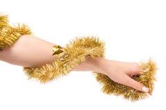Albero dell'oro del lamé della decorazione di Natale in mano femminile Fotografia Stock Libera da Diritti