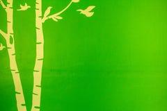 Albero dell'uccello nel fondo verde Fotografia Stock Libera da Diritti