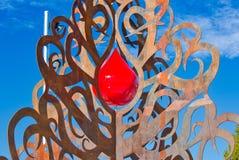 Albero della vita con il simbolo di goccia del sangue fotografia stock libera da diritti