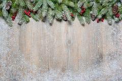 Albero di abete di natale su una scheda di legno Fotografia Stock Libera da Diritti