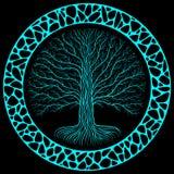 Albero di Druidic Yggdrasil alla notte, al logo nero e blu rotondo della siluetta, Parete organica o di pietra antica gotica di s fotografie stock libere da diritti