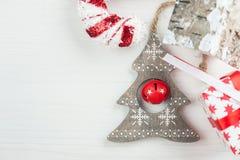 Albero di legno di Natale con la campana Fotografie Stock Libere da Diritti