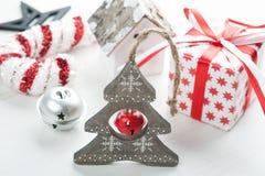 Albero di legno di Natale con la campana Immagini Stock
