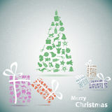 Albero di Natale allegro con i regali in neve Fotografia Stock Libera da Diritti