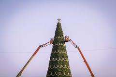 Albero di Natale artificiale enorme Fotografia Stock