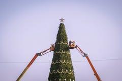 Albero di Natale artificiale enorme Fotografia Stock Libera da Diritti