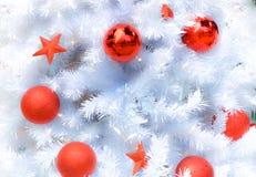 Albero di Natale bianco come la neve con la decorazione Immagini Stock Libere da Diritti