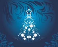 Albero di Natale brillante su fondo decorativo blu scuro Immagini Stock