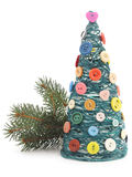 Albero di Natale con filato ed i bottoni Immagini Stock Libere da Diritti