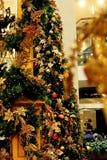 Albero di Natale con gli ornamenti brillanti Fotografia Stock Libera da Diritti