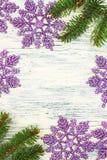 Albero di Natale con i fiocchi di neve Fotografia Stock Libera da Diritti