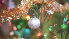 Albero di Natale con i giocattoli stock footage