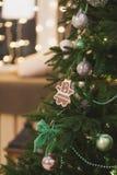 Albero di Natale con i giocattoli d'attaccatura sotto forma di a Immagine Stock