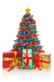 Albero di Natale con i regali nella parte anteriore Immagini Stock