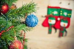 Albero di Natale con la bella decorazione pronta per la festa di natale Immagine Stock