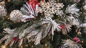 Albero di Natale con le decorazioni video d archivio