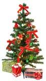 Albero di Natale con le decorazioni ed i regali Immagini Stock Libere da Diritti
