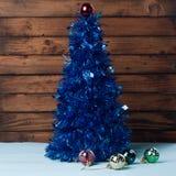 Albero di Natale con le loro mani, lamé blu, Immagini Stock Libere da Diritti