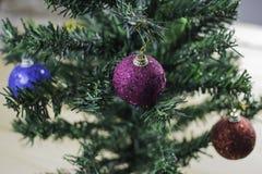 Albero di Natale con le palle di natale Fotografie Stock Libere da Diritti
