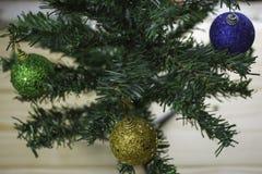 Albero di Natale con le palle di natale Immagini Stock