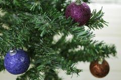 Albero di Natale con le palle di natale Fotografia Stock Libera da Diritti