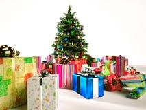 Albero di Natale con parecchi regali intorno. Fotografia Stock Libera da Diritti
