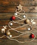 Albero di Natale creativo sulla tavola di legno Fotografia Stock