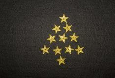 Albero di Natale dalle piccole stelle dorate Fotografie Stock Libere da Diritti
