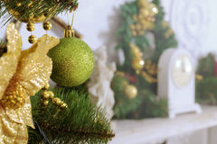 Albero di Natale decorato con i giocattoli Fotografia Stock