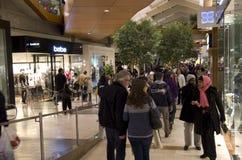 Albero di Natale del centro commerciale di shopping di festa di Black Friday Immagine Stock