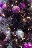 Albero di Natale dell'interno del primo piano con la decorazione Immagine Stock Libera da Diritti