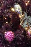 Albero di Natale dell'interno del primo piano con la decorazione Immagini Stock Libere da Diritti